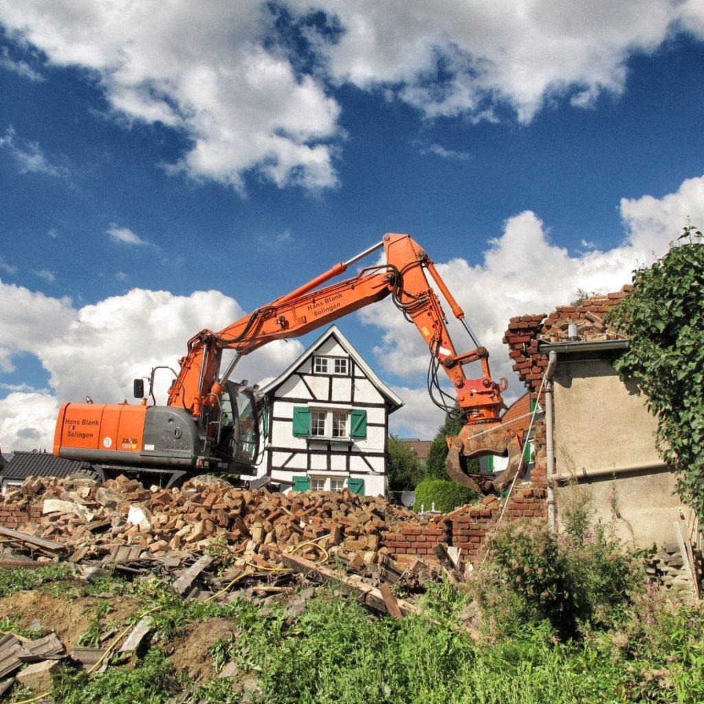 Abriss für einen Neubau eines Doppelhauses im Denkmalbereich durch muellerarchitekt. Solingen