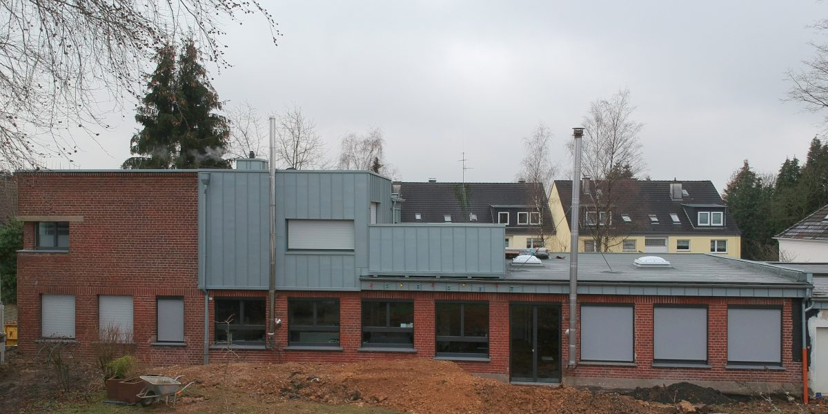 Erweiterung eines Einfamilienhauses, Aufstockung einer Loftwohnung, Errichtung einer Dachterrasse durch Architekt in Solingen, muellerarchitekt.